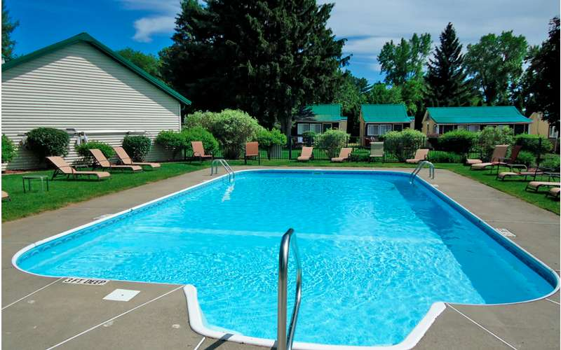 Adirondack inn comfortable hotel loding in saratoga for Saratoga springs pet friendly hotels