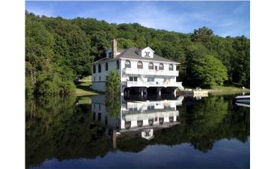 Grand Lady on Schroon Lake is a beautiful waterfront home available for rent in Schroon Lake, NY.