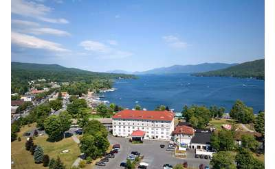 Ideal location in the heart of Lake George