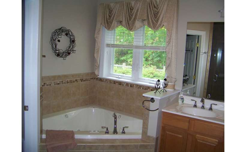 1st Floor Master Bath with Jacuzzi Tub