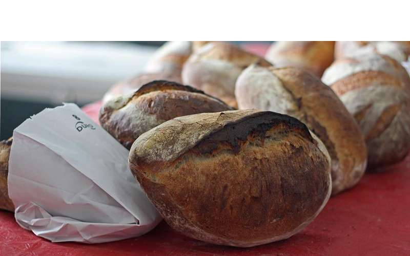 Murray Hollow Bakehouse sells freshly-baked artisan bread.