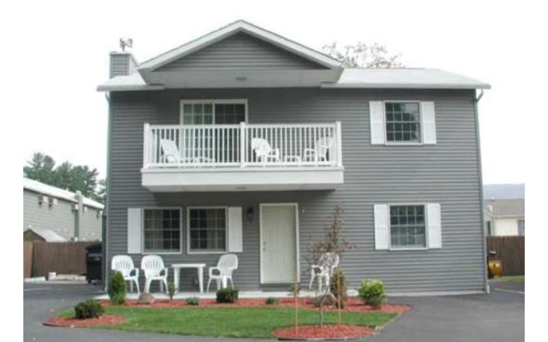 3 Bedroom Townhouse (1800 Square Foot / Sleeps Up To 10)