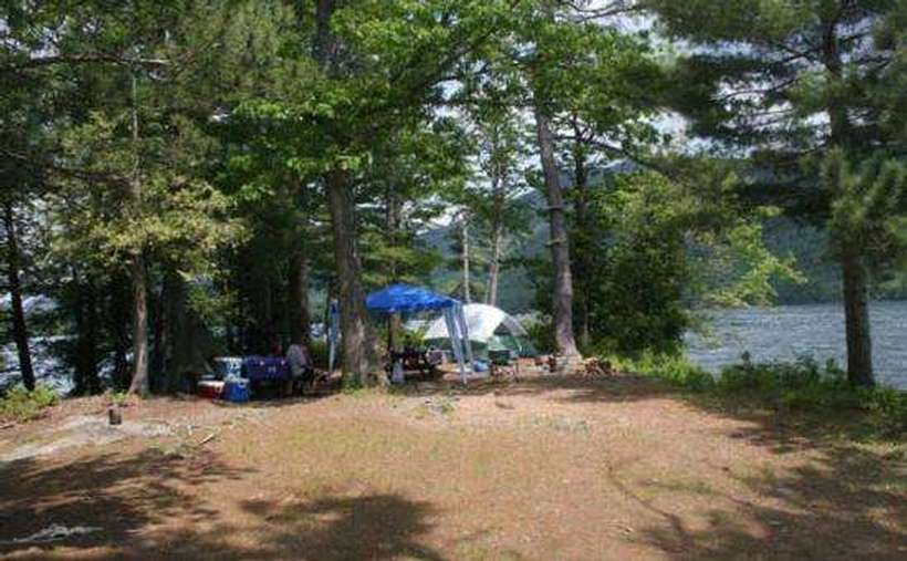 Campsite 10 is a sunny site with shallow sandy walk-in, this is a very large site which is not close to any other site, so it's quite private as well. In addition, the dock accommodates 2 boats.
