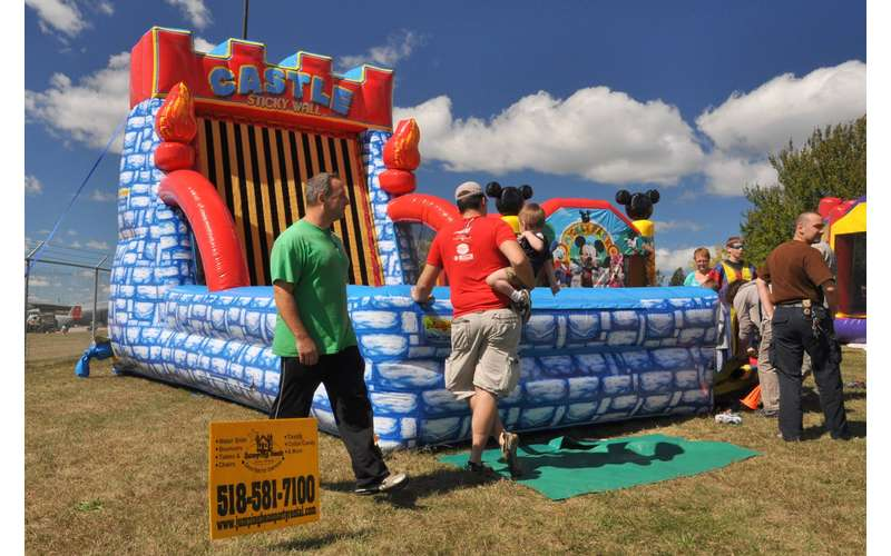 Jumping Bean Party Rental -- Bounce Houses, Waterslides, Food Machines, Tents, Tables & More (3)
