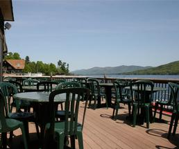 Restaurant with a view on Lake George