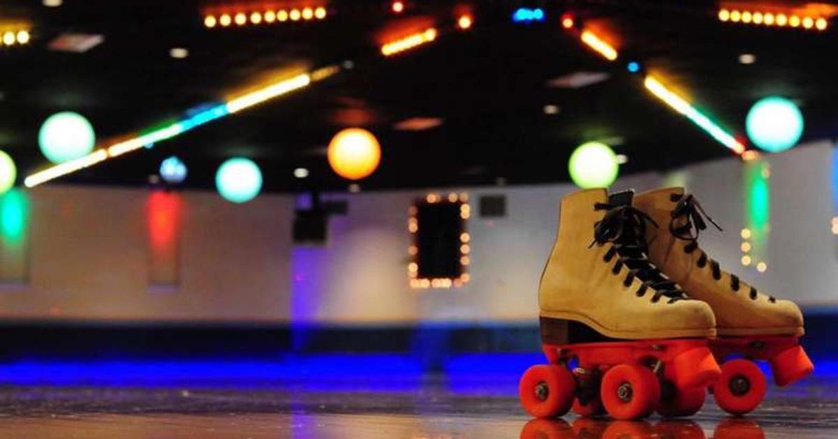 rollerskates in a rink