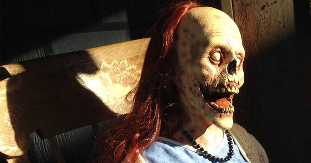 a scary skeleton woman