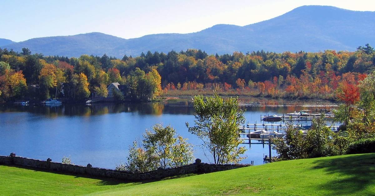 fall foliage surrounding lake