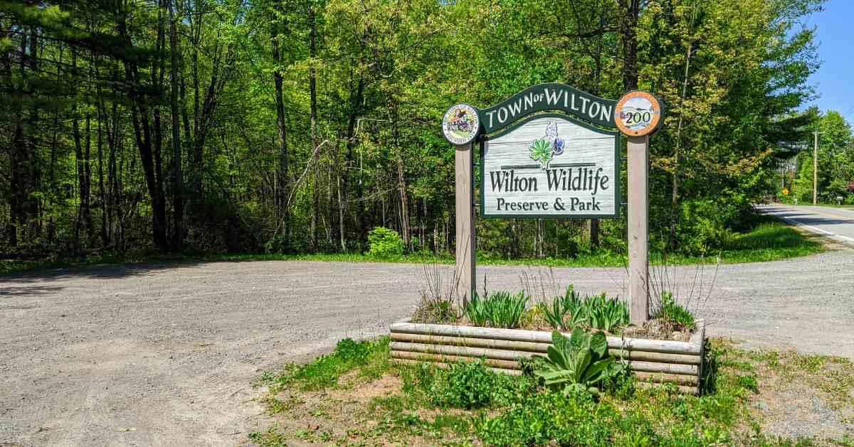 wilton wildlife sign