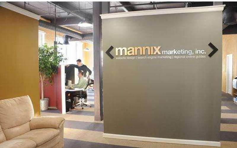 a small wall with a mannix marketing logo on it