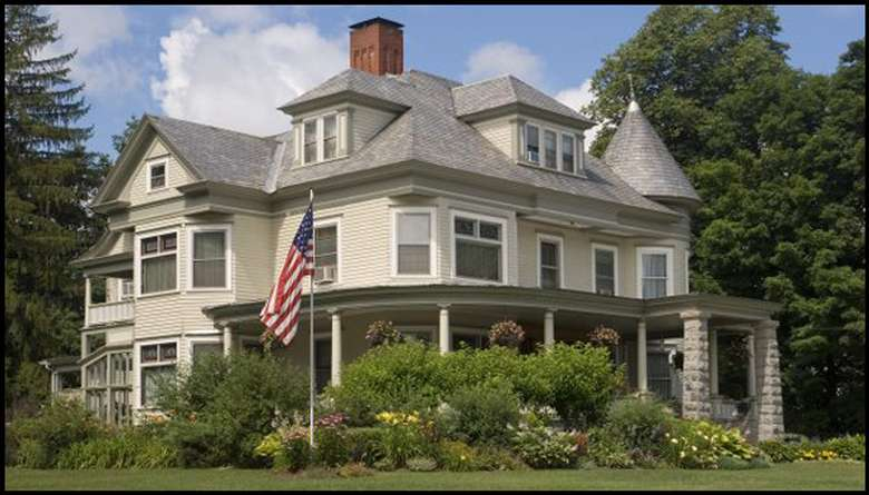 another view of the bed and breakfast from the outside