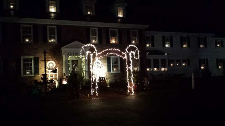 exterior of glenwood manor at night when it's lit up for christmas