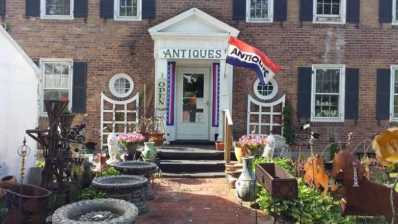 front door of glenwood manor