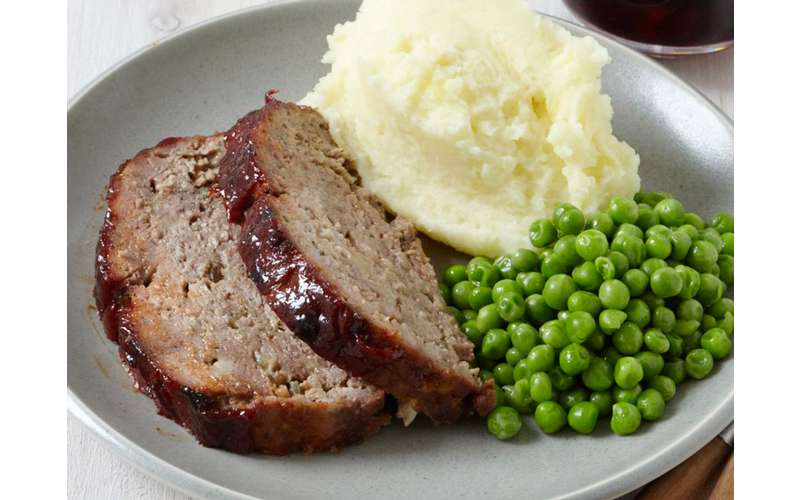 meat loaf, mashed potatoes, and peas