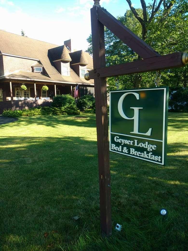 The Geyser Lodge (1)
