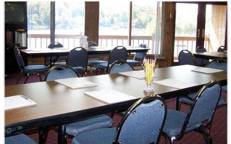 Water's Edge Inn & Conference Center (12)