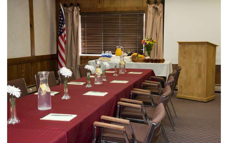 Water's Edge Inn & Conference Center (13)
