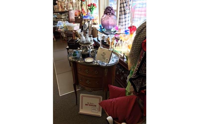 Treasures Consignment Boutique (19)