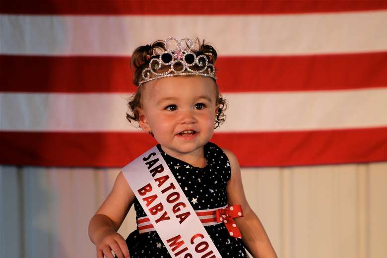 toddler girl winning a pageant