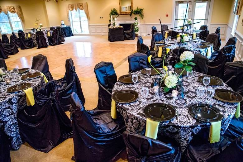 David Schwartz Photography, Inspired Events By Kelly, Connie Duglin Linens, Williamsburg Floral, CakeAlicious