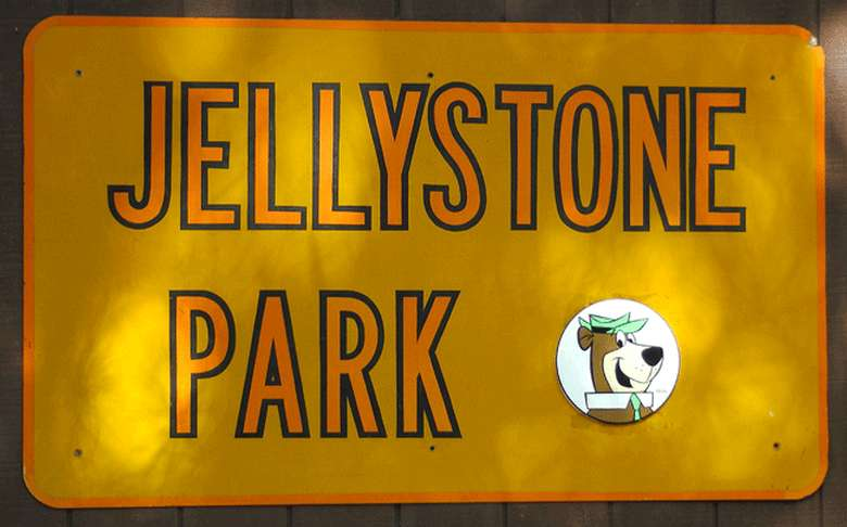 Jellystone park sign