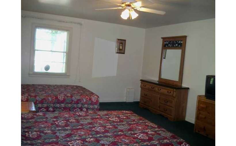 2 double beds with dressers