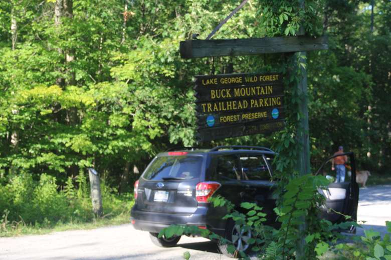 car pulling into the buck mountain trailhead parking area