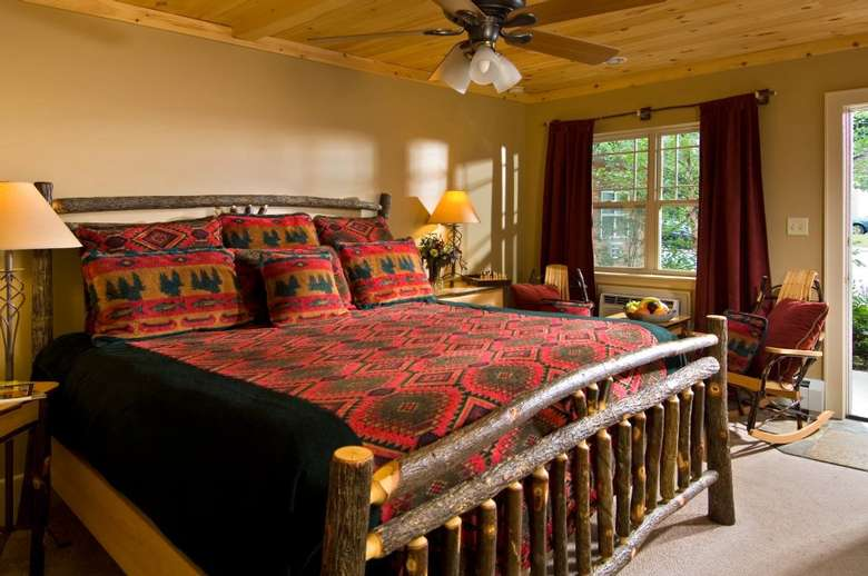 bed in Alpine Lodge
