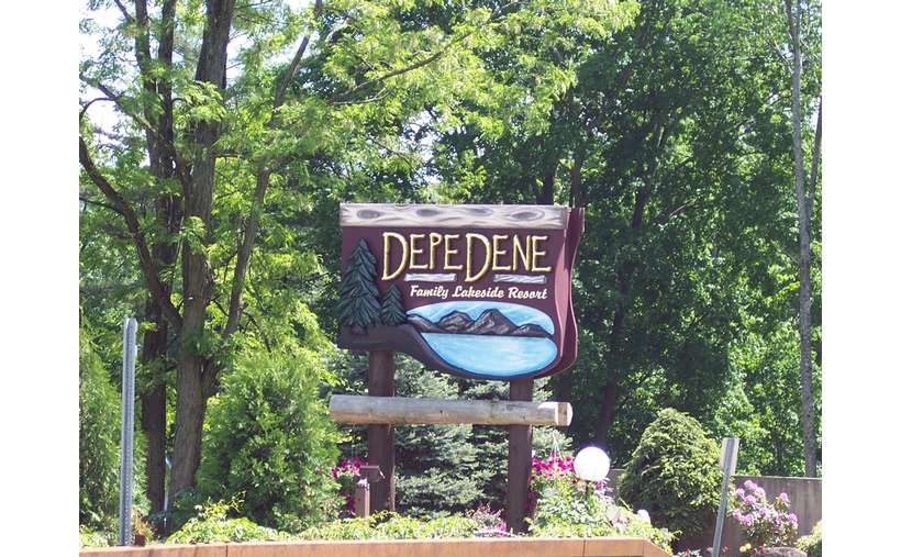 Sign of Depe Dene Resort on Lake George
