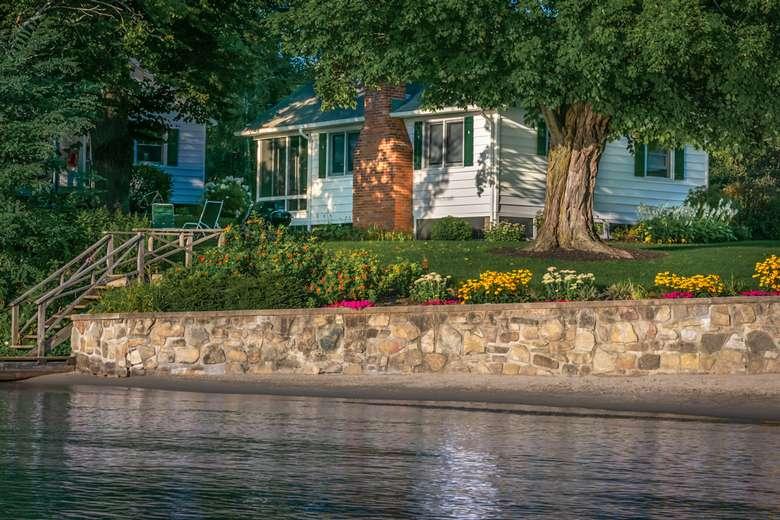 2 bedroom lakefront cottage