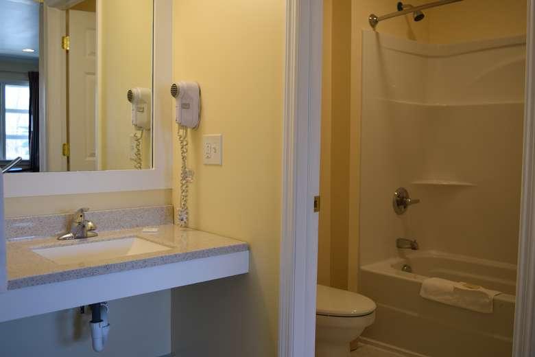 Vanity/Bathroom