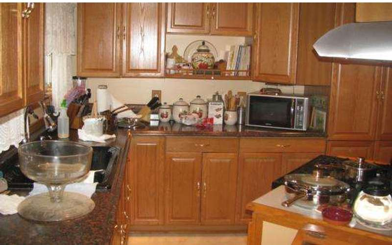 Home Staging Kitchen Before
