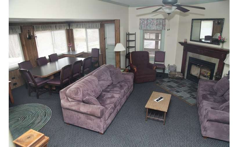 Four Bedroom House at the Cramers Point Motel & Cottages (3)