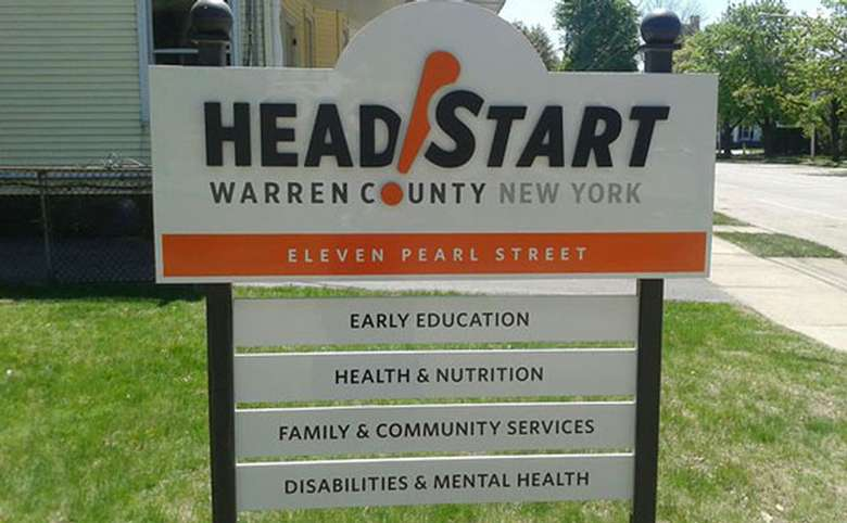 Head start sign outside of building