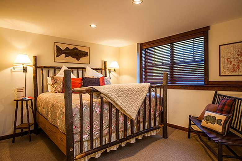 bedroom with a queen-sized bed and a rustic wooden head and footboard