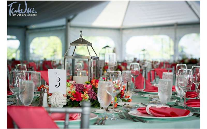 pink and blue table theme