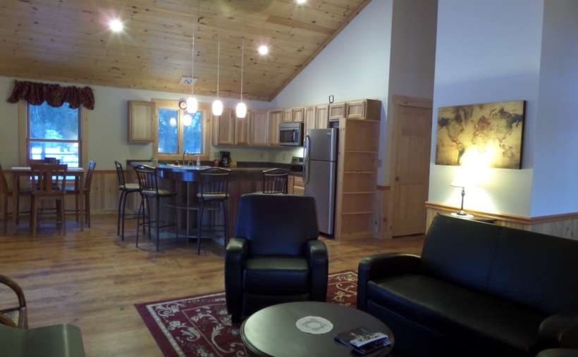 Chalet Bear, 2 BR, 1 1/2 bath/Jacuzzi tub, Full kitchen - Special Rates, Call Now!