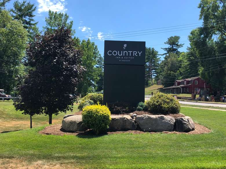 country inn and suites sign