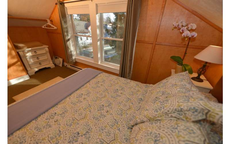 Upstairs Bedroom with Double Bed.