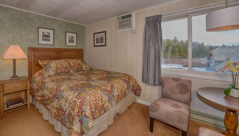 Queen bed with a view of the lake from the window