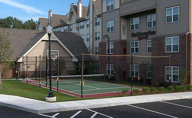 basketball and tennis court outside next to a hotel
