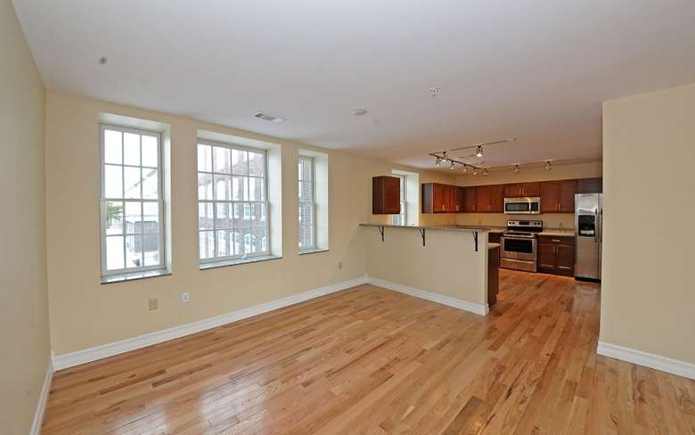 Empty room connecting to kitchen