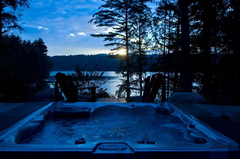 the hot tub outside after the sun has set