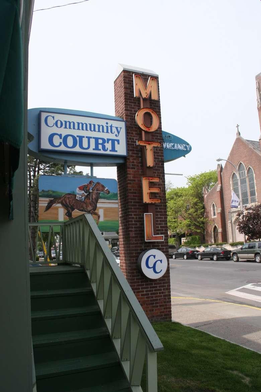 Community Court motel sign