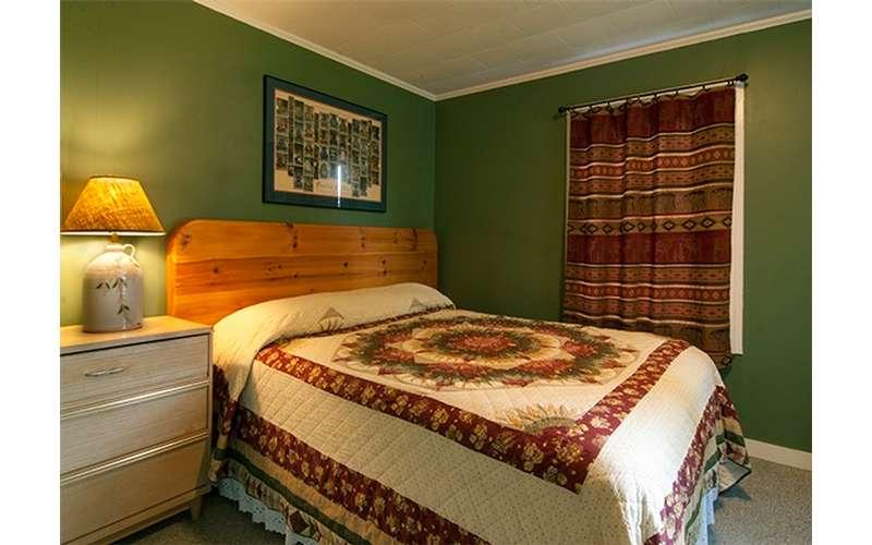 Cabin #1 queen bedroom