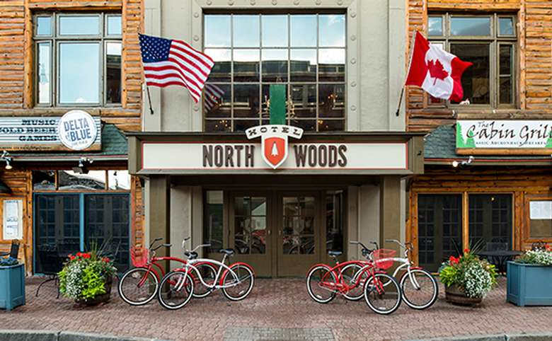Hotel North Woods front entrance
