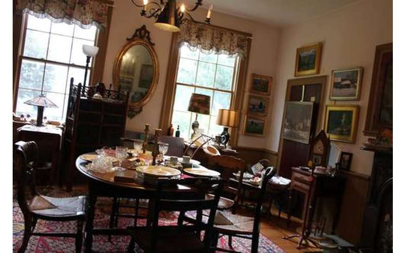 McCartee's Barn Fine Art & Antiques (4)