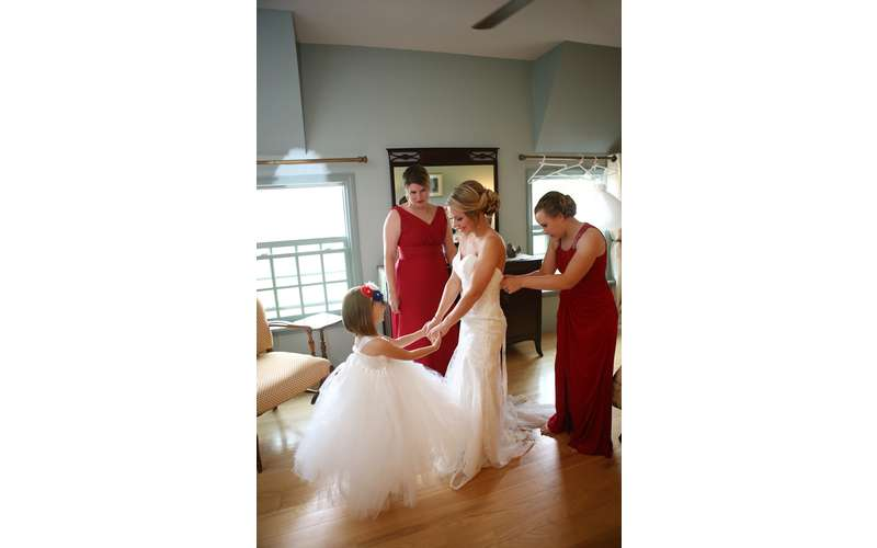 The bridal suite is the perfect place for the Bride & Bridal party to relax while getting ready!