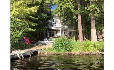 Loon Lake Serendipity is a medium-sized rental house located right on Loon Lake.