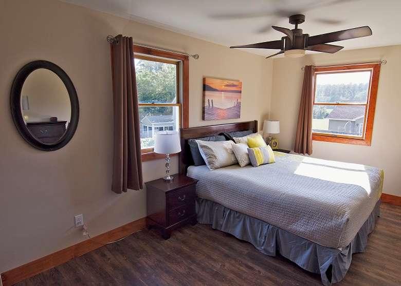queen sized bed underneath a ceiling fan